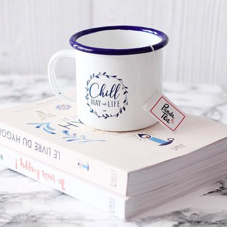 Le mug vintage en métal émaillé «Chill Attitude»